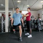 Training mit einer personal Trainerin im Fintesstudio