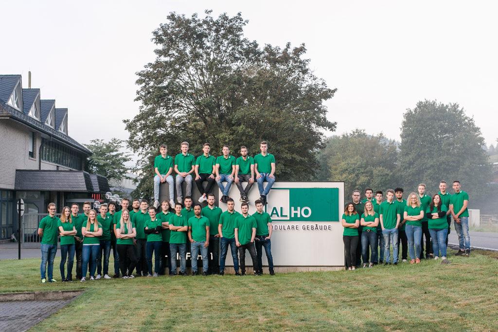 Auszubildenden Gruppenbild von der Firma ALHO in Morsbach