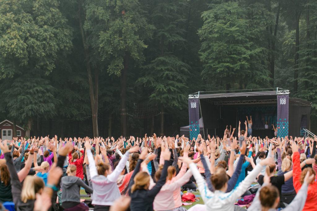 Yogaklasse in Köln auf dem Wanderlustfestival